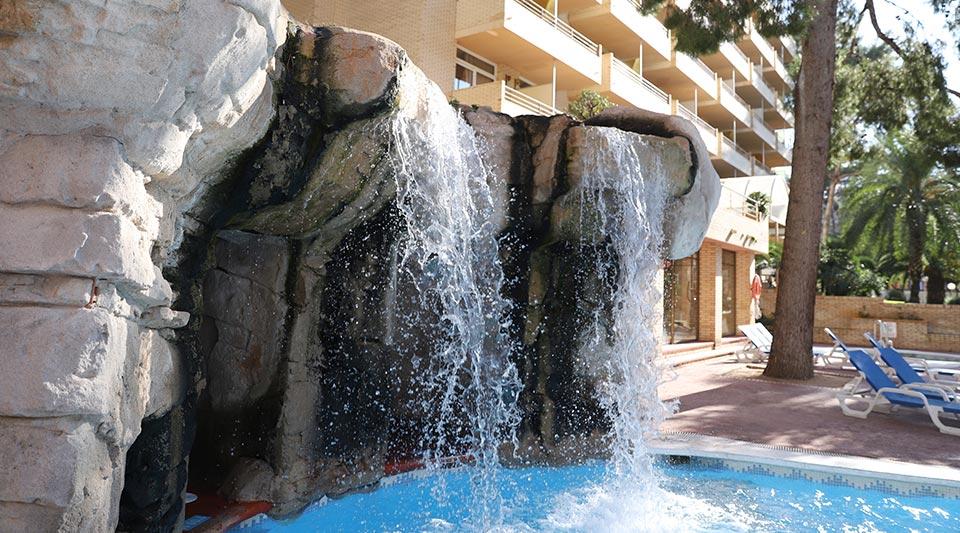piscina-con-cascada